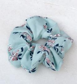 Scrunchie bloemetjes lichtblauw