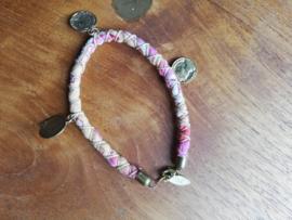 Armband roze stof
