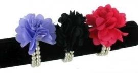 Armband parel met zwarte bloem