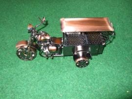 Tuk-Tuk, gemotoriseerde fietstaxi (koperkleur)