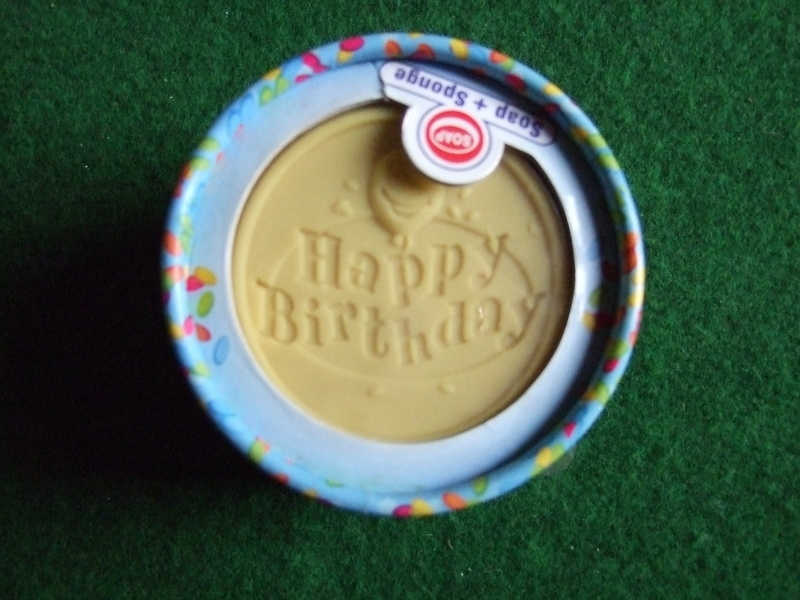 Happy Birthday zeep en spons