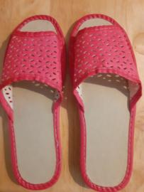 dames slippers rood/roze sleufjespatroon