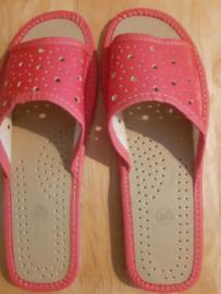 dames slippers rood/roze gaatjespatroon