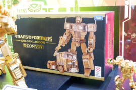 Takara MP-10 Golden Lagoon Masterpiece Convoy