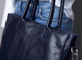 THE PERFECT BLUE SHOPPER