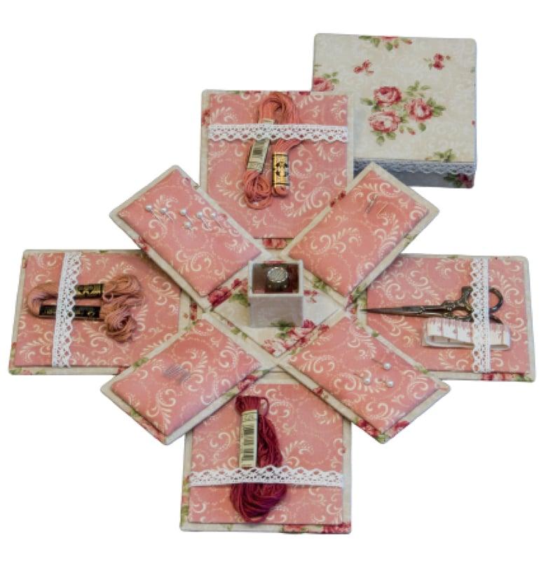 Quiltstoffen De Naaidoos.Kartonnage Victorian Sewing Box Uitklapbare Naaidoos
