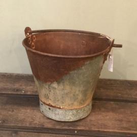 Emmer Old Iron Bucket