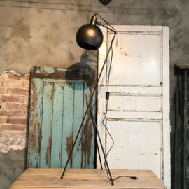Lamp Driepoot Groot