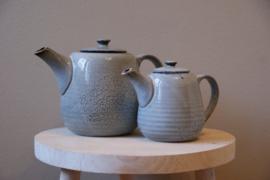 Nordic sand   Teapot 70cl links 130 cl kleur afwijken van de foto
