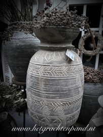 Wooden carved pot Aura Peeperkorn
