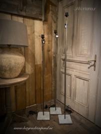 Staande lamp ronde buis met stenen voet 120 cm (zonder kap)