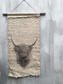 Linnen Wanddoek aan stok met hooglander print doek maat 45x95