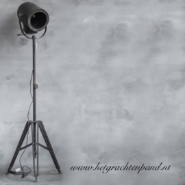 Stoere staande film lamp rond 49x41 x 163