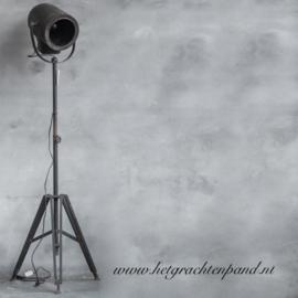 Stoere staande film lamp rond 49x41 x 163