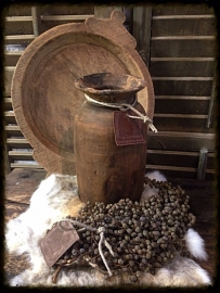 Oude houten pot uit Nepal