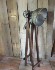 Schaarlamp met ijzerenkap maat L hoogte 110 cm
