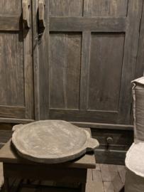 Orginele oude houten schaal dia ong 40cm   met oor Aura Peeperkorn
