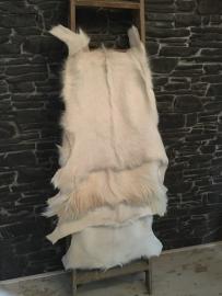 Geitenvel 65/75 x 75/85 cm hoofdkleur (licht wit/ beige/ crème)