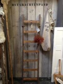HET GRACHTENPAND -  oude ladders