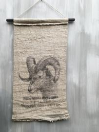 Linnen Wanddoek aan stok  ram print doek maat 45x95