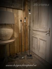Staande lamp vierkante buis 18mm met metalen voet 120 cm (zonder kap)