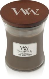 Woodwick Medium Candle Sand & DriftWood (Dit geurenpalet een perfecte balans van zon gebleekt hout, zee gras en wit zand)
