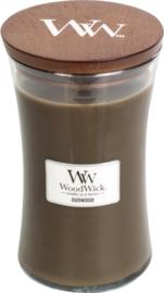 Woodwick Candle Large Oudwood (Dit geurenpalet is een aanlokkelijke amber en heerlijk ruikend hout komen samen met romige vanille)
