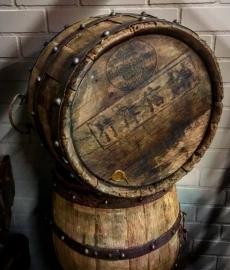 Oude orginele houten wijn ton uit China (1 zijde is open)