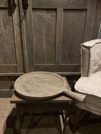 Orginele oude houten schaal  met steel dia ong 40cm  Aura Peeperkorn