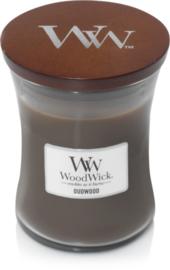 Woodwick Candle Medium  Oudwood (Dit geurenpalet is een aanlokkelijke amber en heerlijk ruikend hout komen samen met romige vanille)