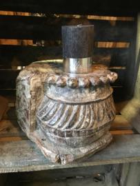 Oude houten ornament kandelaar Aura Peeperkorn