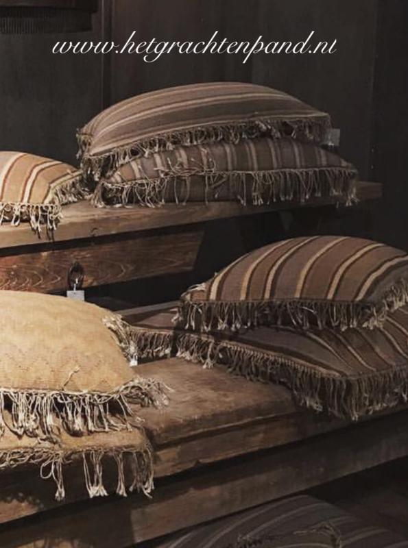 SALE Kussen strepen + franjes bruin 60x60 (zonder binnen kussen)