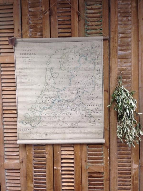 Oude brocante look Nederlandse landkaart oplinnen rol