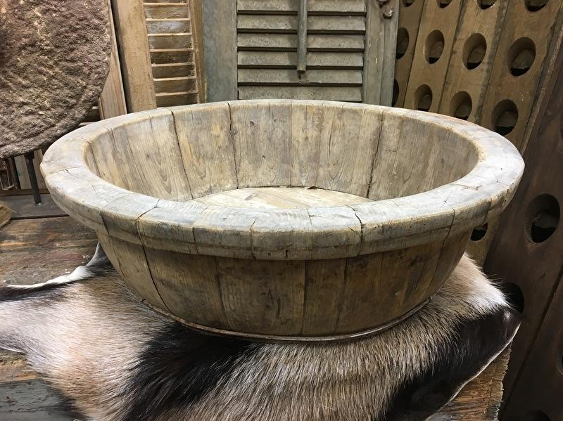 Oude grote olijfbak