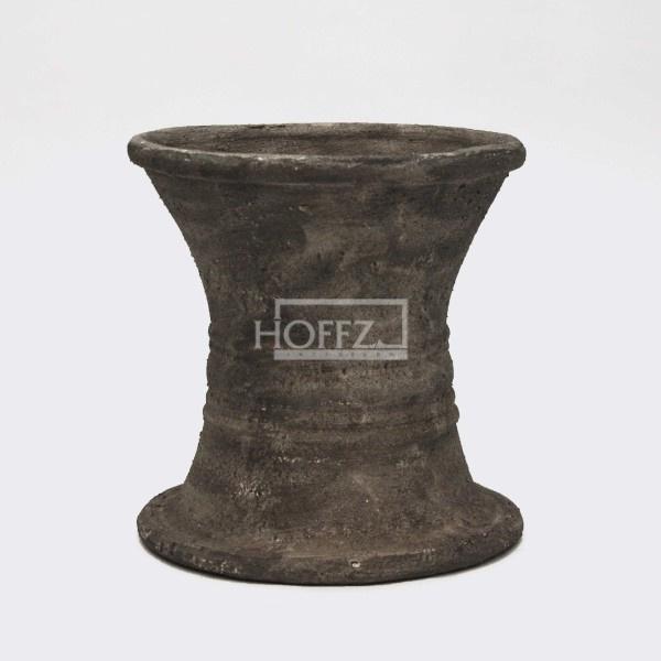 Kruk antique cement Dia 36 x H36 cm   (ALLEEN VOOR RESERVEREN IS MOGELIJK OPHALEN IN DE WINKEL)