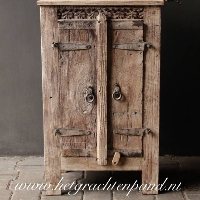 Oud klein indisch kastje maat ong 46x25xH76cm
