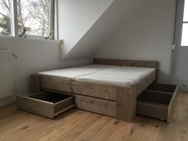 Tweepersoonsbed Rosa van Old Grey steigerhout geleverd in Randwijk