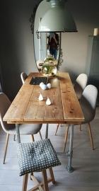 Eettafel van gebruikt steigerhout (behandeld met was) geleverd in Doorn