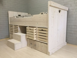 Kajuitbed Hartendief in white wash met naturel kratjes