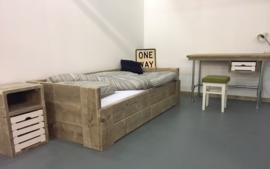 Kinderkamer Henry Basic  (Steigerhouten Bed, Bureau en Nachtkastje)