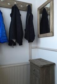 Kastje, spiegel en kapstok geleverd in Rhenen