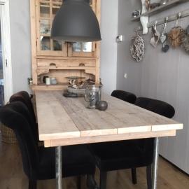 Eettafel van gebruikt steigerhout voor een klant in Veenendaal