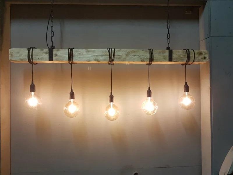 Industriële hanglamp van houten balk 110 cm