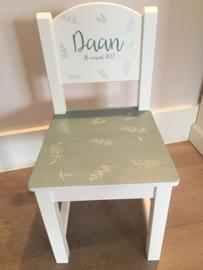 Houten stoeltje voor Daan