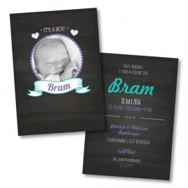 Geboortekaart met foto op krijtbord