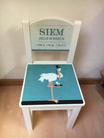 Houten stoeltje van geboortekaartje voor Siem