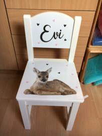 Stoeltje met naam en hertje voor Evi