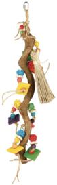 Natuurhouten liaan met speelgoed