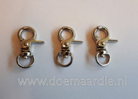 Trigger sleutelhanger zilverkleur, 32 mm.