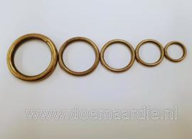 Antiek  messing O ring. Binnenmaat 15 mm. 2,5 mm dik.